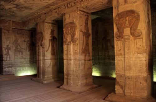 古代エジプト アブ・シンベル神殿_c0011649_22370239.png