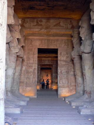 古代エジプト アブ・シンベル神殿_c0011649_01343150.jpg