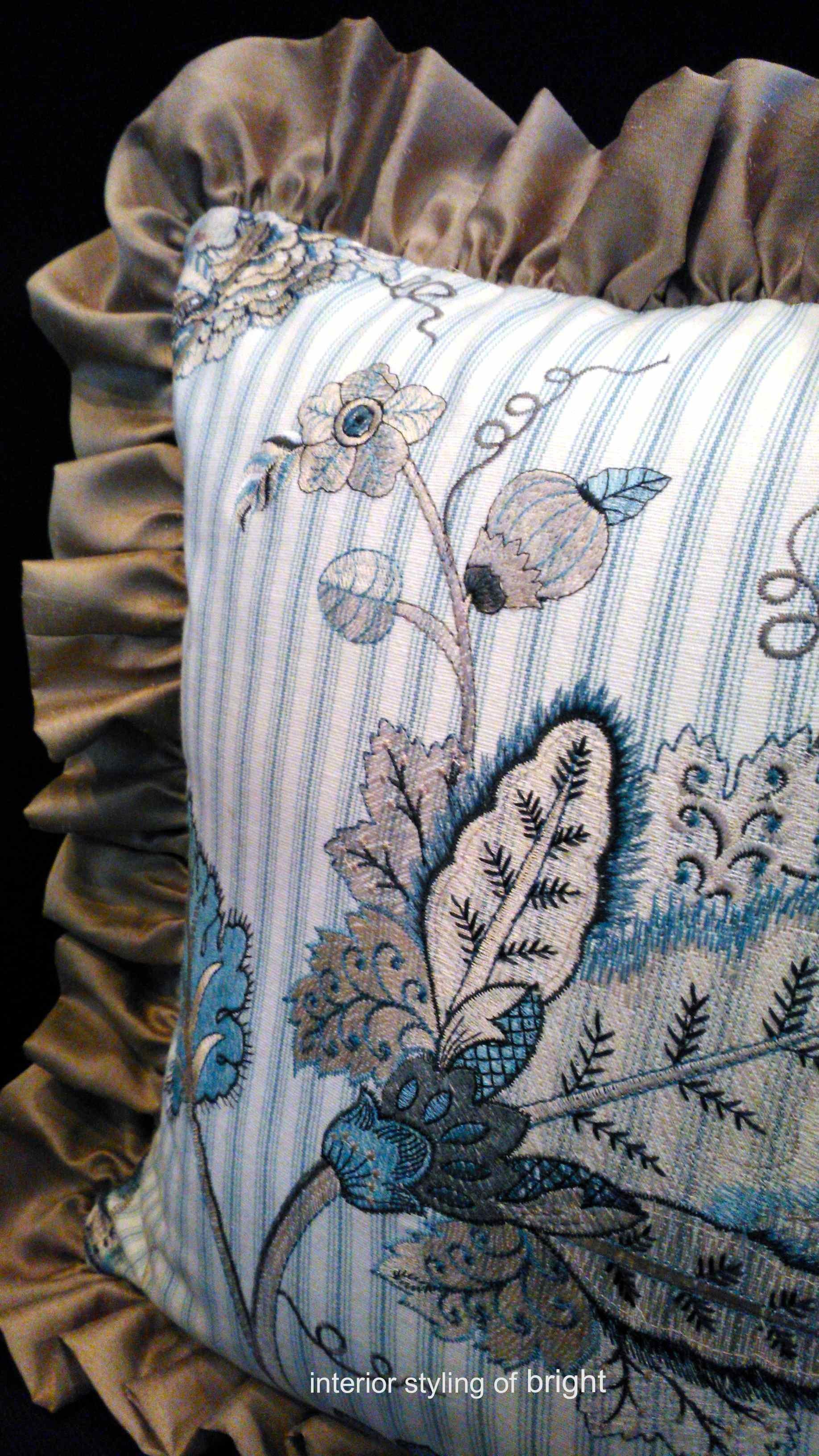 『マニュエルカノヴァス』 フリルクッション ウィリアムモリス正規販売店のブライト_c0157866_18150390.jpg