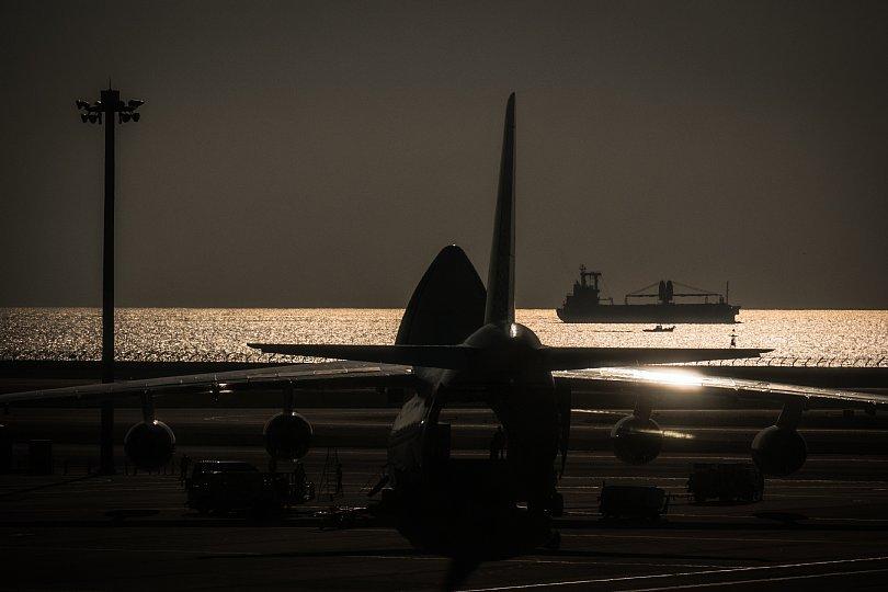 黄昏ゆく空港に潜む光蜥蜴_d0353489_22243231.jpg