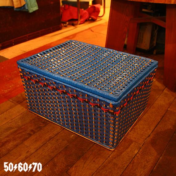 1970s Vintage 青いビニールかご おもちゃ箱_e0243096_16023829.jpg