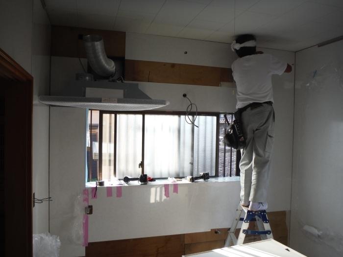 キッチンリフォーム ~ レンジフード、吊り戸棚取付_d0165368_06112234.jpg