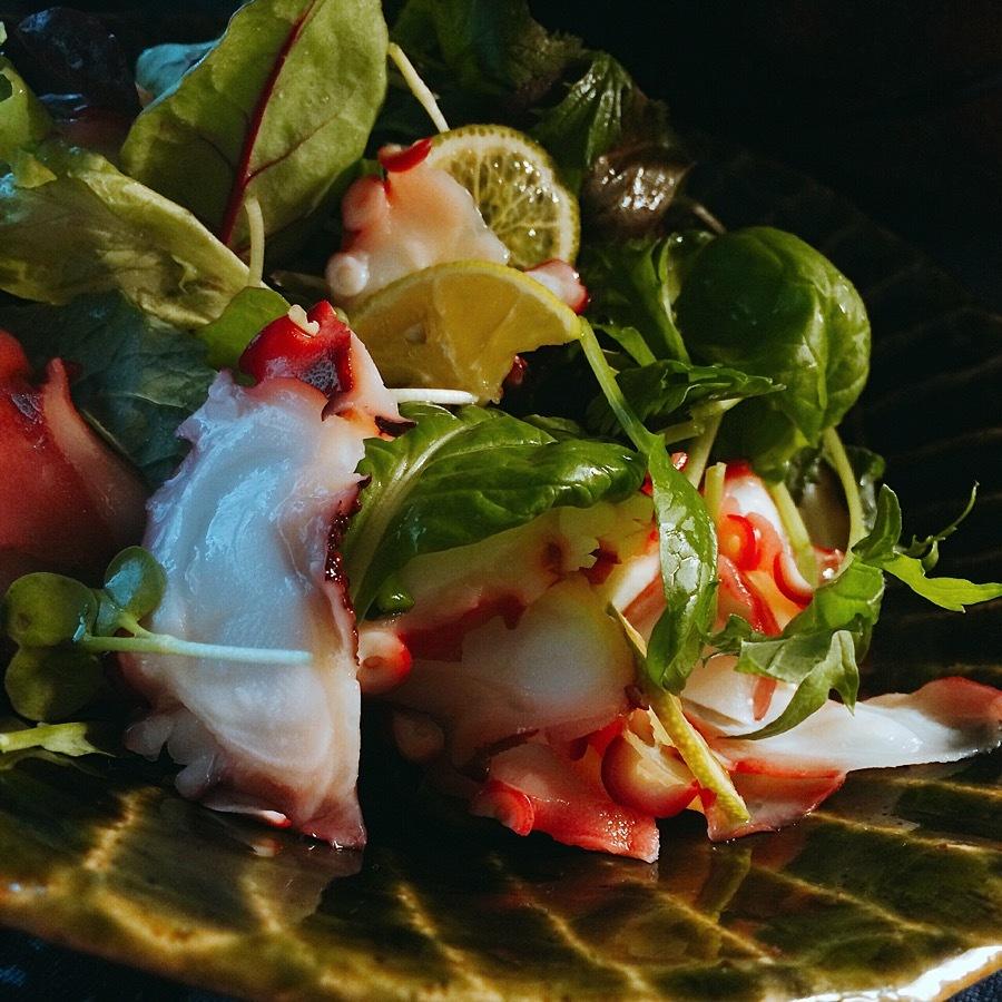 メスクランサラダのアクセントは蛸とビーフ。_f0056476_19200355.jpg