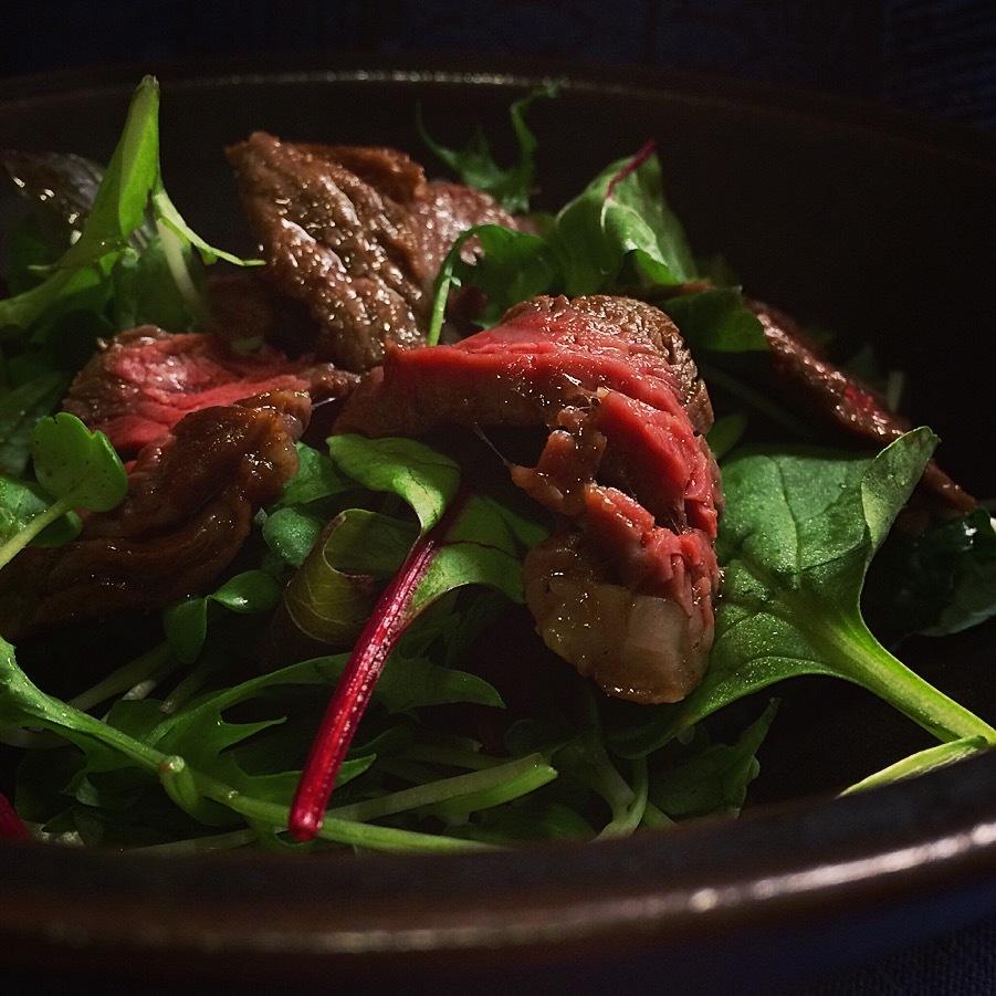 メスクランサラダのアクセントは蛸とビーフ。_f0056476_19215782.jpg