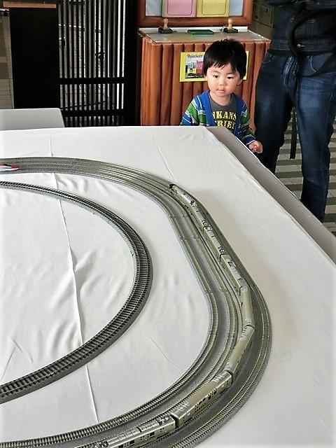 藤田八束の鉄道写真@模型の鉄道も良いね。一ノ関で発見したおもちゃの鉄道、子供たちは目が星に。鉄道模型で楽しい時間_d0181492_19440096.jpg