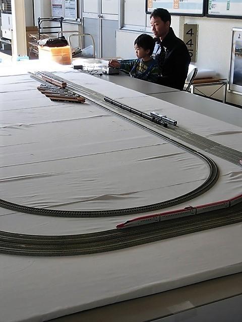 藤田八束の鉄道写真@模型の鉄道も良いね。一ノ関で発見したおもちゃの鉄道、子供たちは目が星に。鉄道模型で楽しい時間_d0181492_19450789.jpg