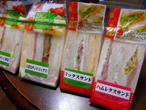 いろいろと買い物&パンとせんべい工場直売店へ_f0019498_14294361.jpg