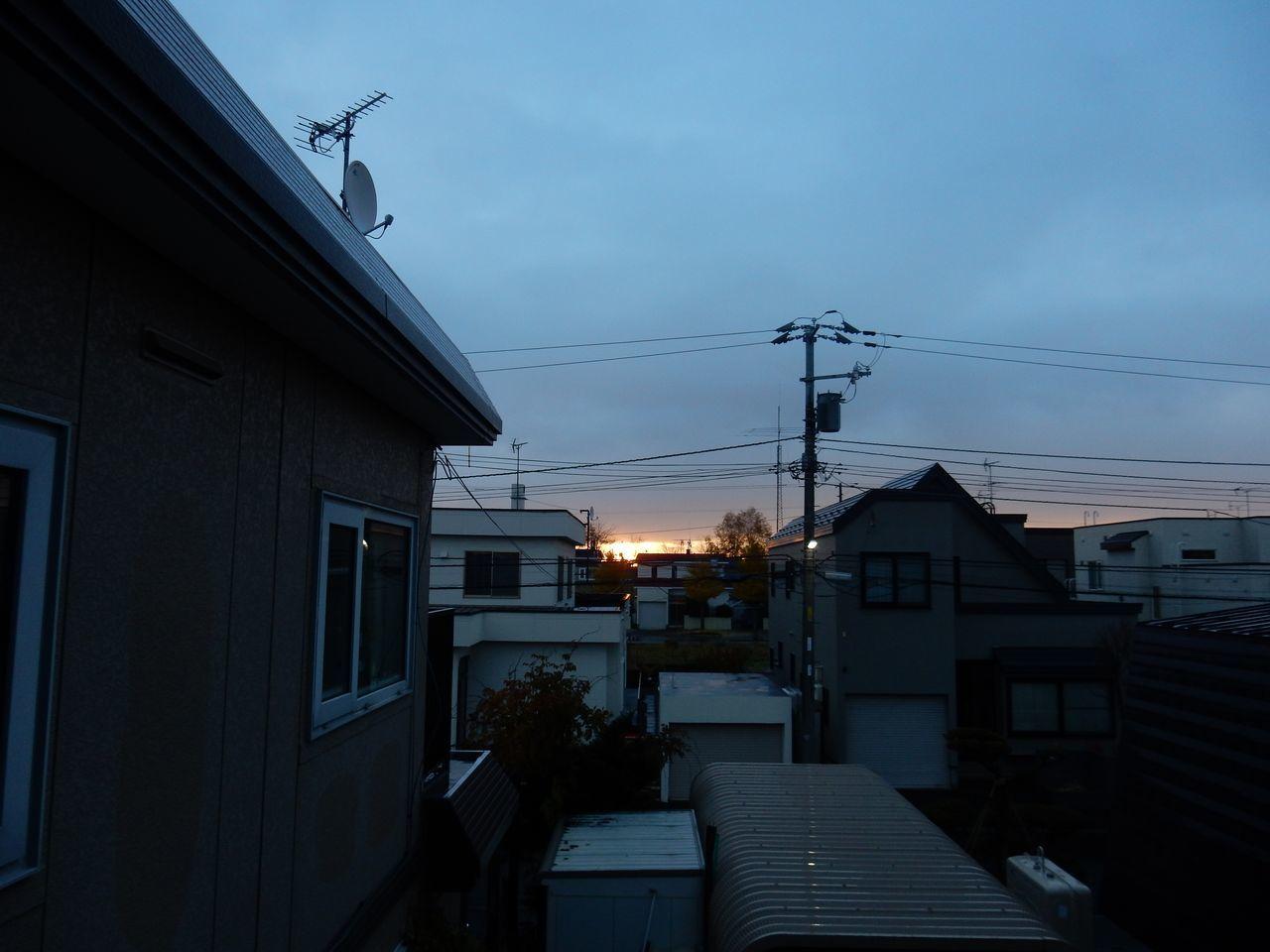 今朝、ようやく旭川、稚内、網走の平地で初雪_c0025115_22264891.jpg