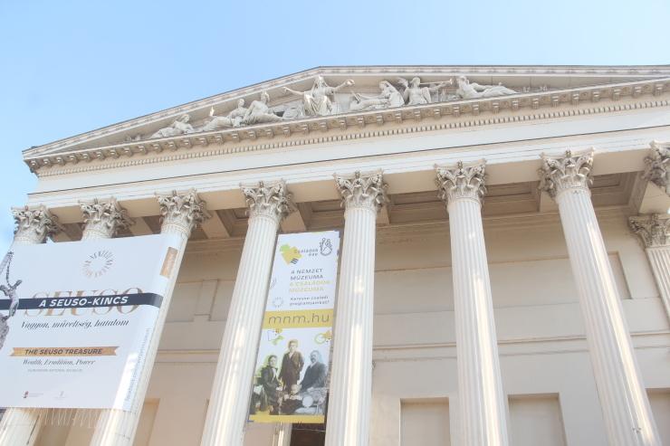 ハンガリー日記 11月6日のこと ブタペスト国立博物館_c0100195_00013457.jpg