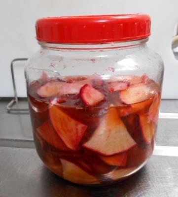 自家製漬物盛り合わせ&赤かぶの梅酢漬け_f0019498_22391743.jpg