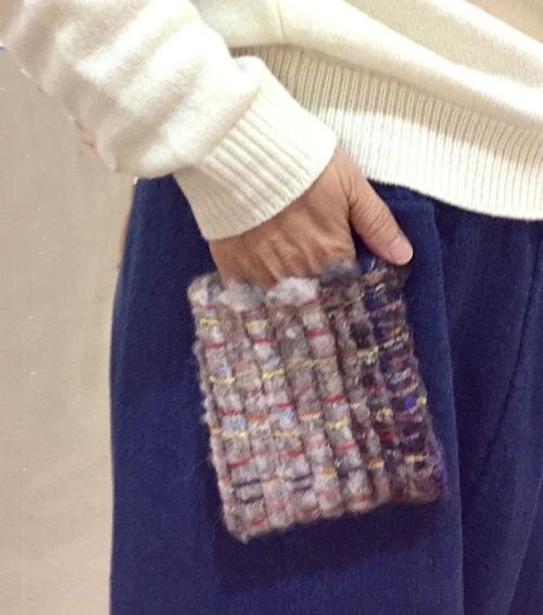 【三浦奈巳作品展〜縫って織ってできました】つけたらこんな感じ!「ポケットブローチ」とあったか「手織りバングル」_a0017350_05453210.jpg