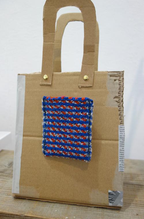 【三浦奈巳作品展〜縫って織ってできました】つけたらこんな感じ!「ポケットブローチ」とあったか「手織りバングル」_a0017350_05453307.jpg