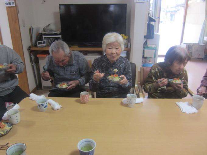 ちらし寿司ケーキ🍰_e0142373_16292624.jpg