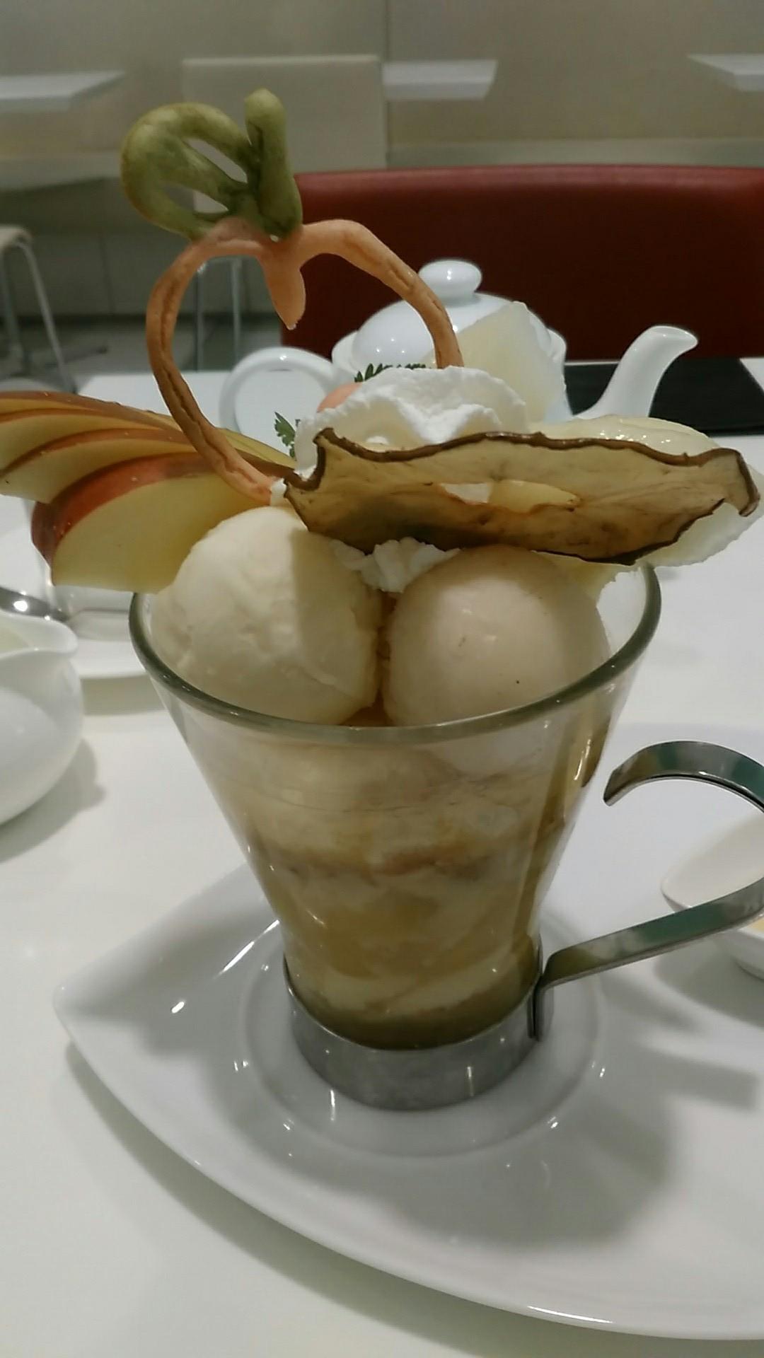 タカノフルーツパーラー 『洋梨とりんごのホットパフェ』_a0326295_21162926.jpg
