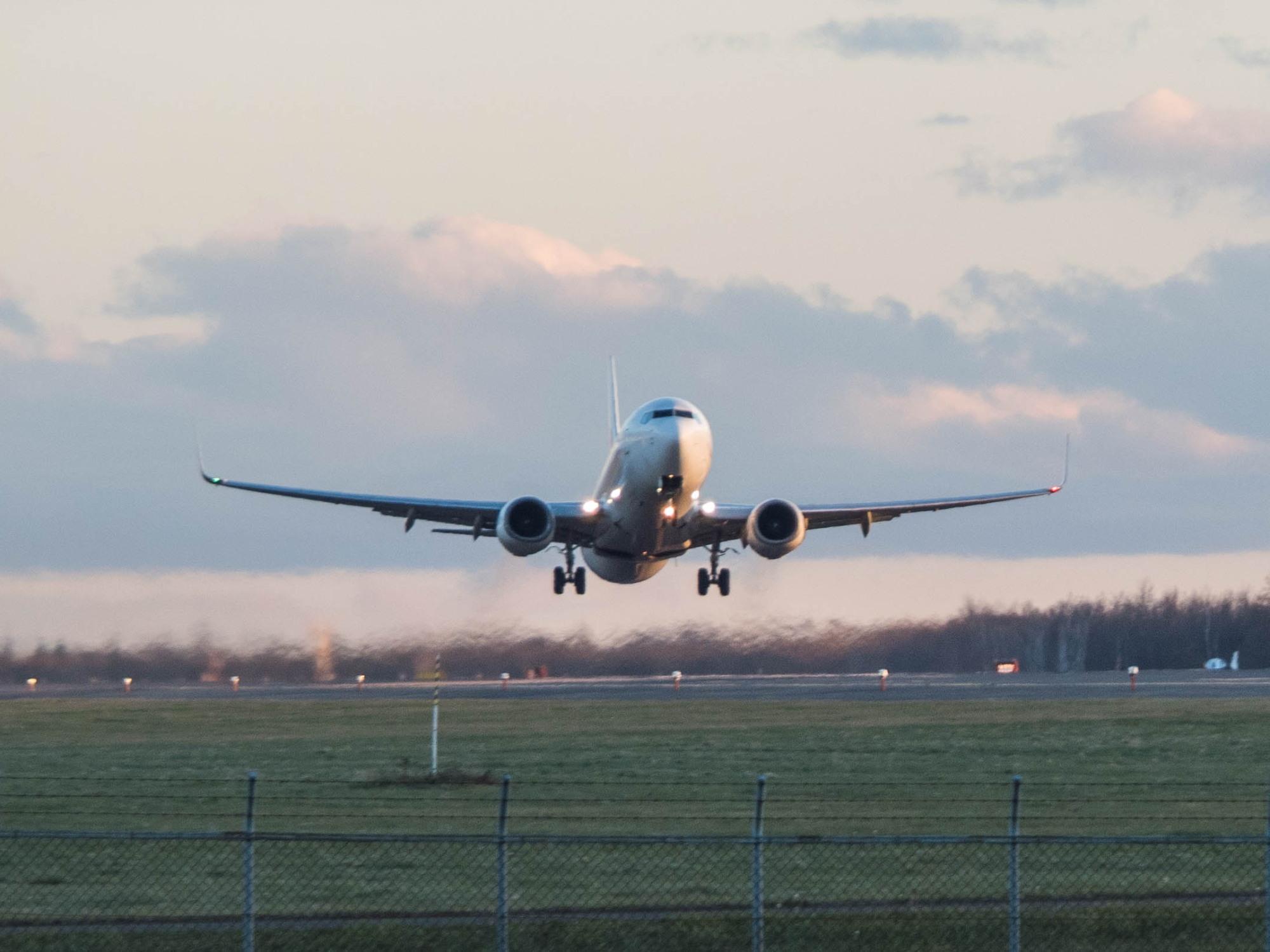 「とかち帯広空港」すぐ近くで航空機の離発着が見れる場所へ_f0276498_14201087.jpg
