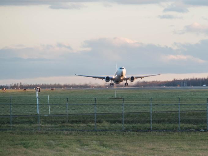 「とかち帯広空港」すぐ近くで航空機の離発着が見れる場所へ_f0276498_14232138.jpg