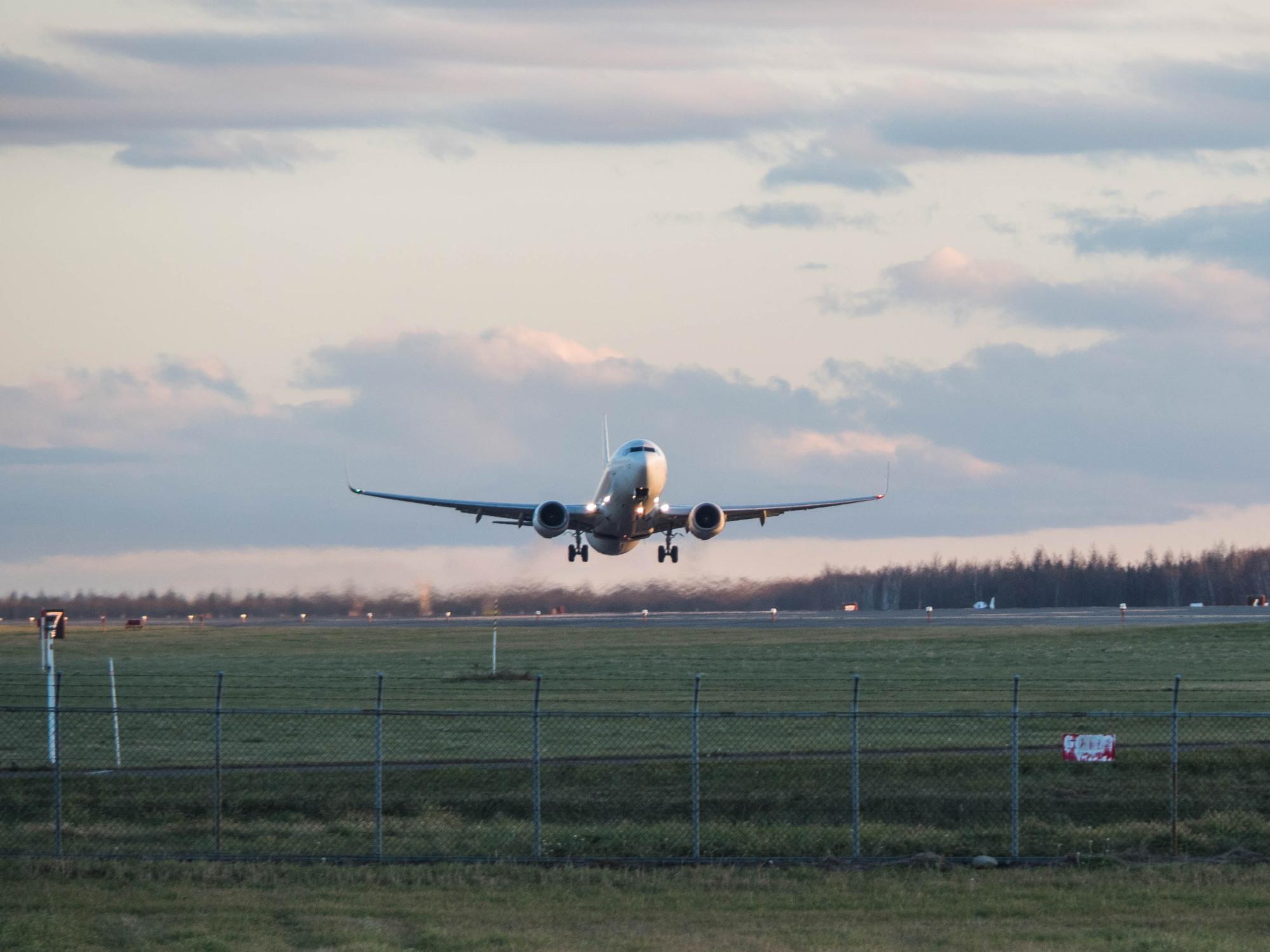 「とかち帯広空港」すぐ近くで航空機の離発着が見れる場所へ_f0276498_14242014.jpg