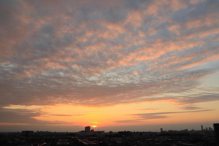 夕日に照らされる層状雲(層積雲)_b0268615_11355920.jpg