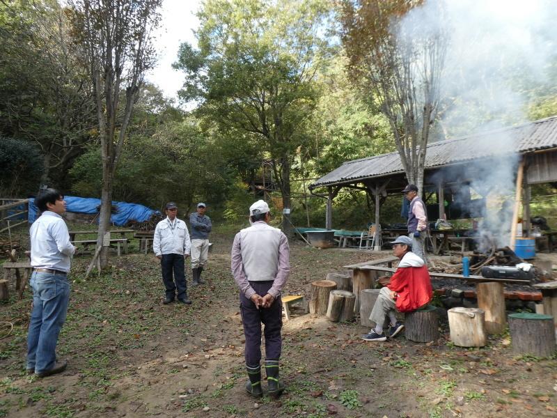 枯れ松大木の伐採・・・孝子の森_c0108460_21213657.jpg