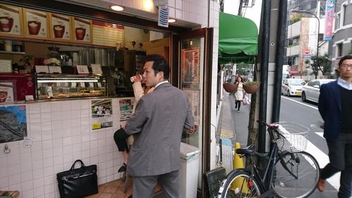 「働く男、サボル男」_a0075684_1023286.jpg