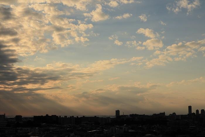 低い層積雲からの光の筋_b0268615_7413716.jpg