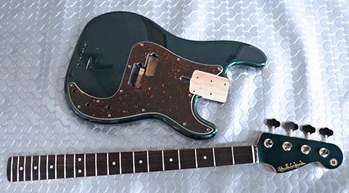 Guitar × 1種と別注ものを含むBass × 3種の塗装が完了!_e0053731_16370920.jpg