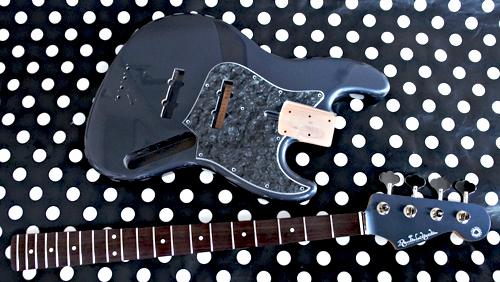 Guitar × 1種と別注ものを含むBass × 3種の塗装が完了!_e0053731_16372043.jpg