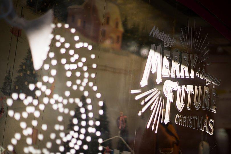 クリスマスが近づくショッピングストリート_d0353489_15050165.jpg