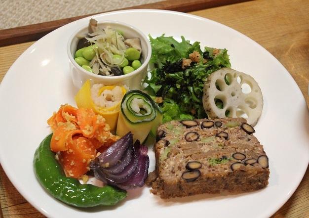 夕食のプレートと根菜のスープ_a0170699_23102577.jpg