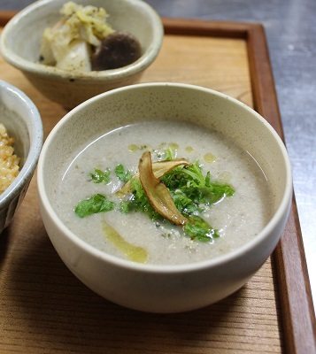 夕食のプレートと根菜のスープ_a0170699_23103796.jpg