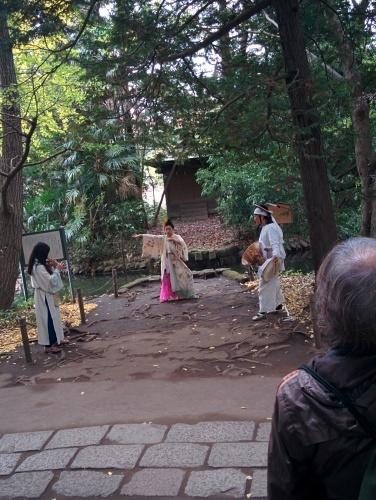 池のほとりの遊歩音楽会_e0085133_12573671.jpg