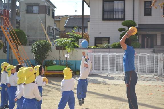 ボールを使った体育♪_e0125433_15305775.jpg