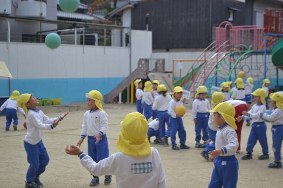 ボールを使った体育♪_e0125433_15305807.jpg
