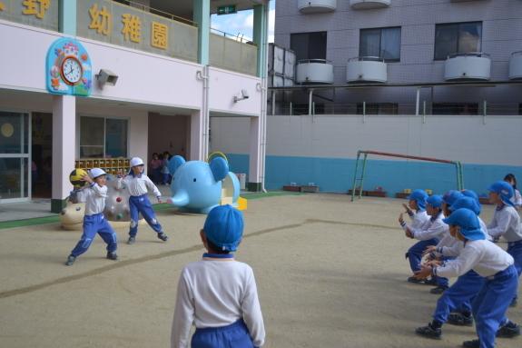 ボールを使った体育♪_e0125433_15310753.jpg