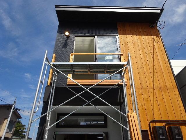 本町通り 住宅建替え工事 完成へ!_f0105112_04423700.jpg