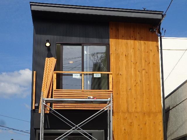 本町通り 住宅建替え工事 完成へ!_f0105112_04423709.jpg