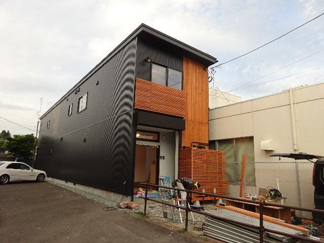 本町通り 住宅建替え工事 完成へ!_f0105112_04490168.jpg