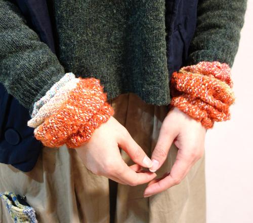 【三浦奈巳作品展〜縫って織ってできました】つけたらこんな感じ!「ネックウォーマー」&「リストウォーマー」やっぱり機能もすごかった!_a0017350_03572880.jpg