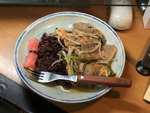 夕飯は本部牛の野菜炒め_e0166355_18120043.jpg