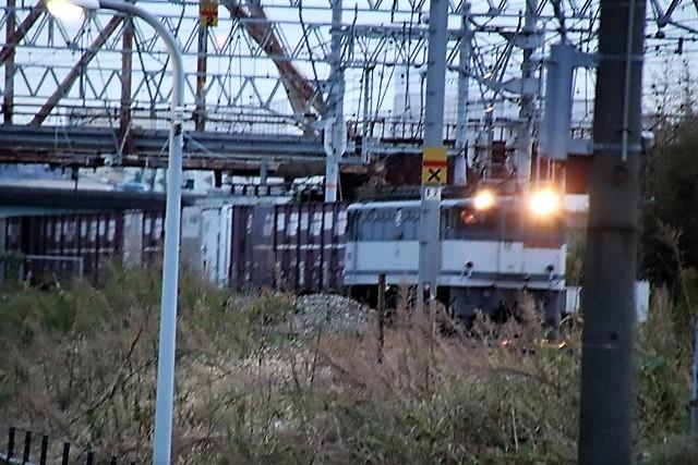 藤田八束の鉄道写真@貨物列車と秋の空、貨物列車桃太郎が東海道本線そして西宮を走る_d0181492_10260151.jpg