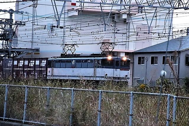 藤田八束の鉄道写真@貨物列車と秋の空、貨物列車桃太郎が東海道本線そして西宮を走る_d0181492_10261449.jpg