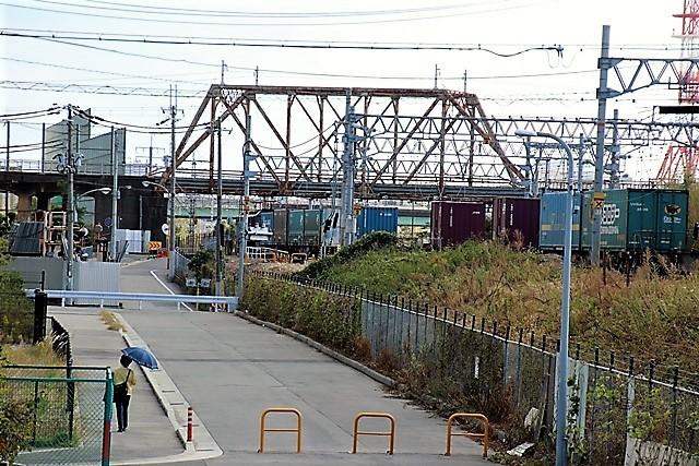 藤田八束の鉄道写真@貨物列車と秋の空、貨物列車桃太郎が東海道本線そして西宮を走る_d0181492_10311744.jpg
