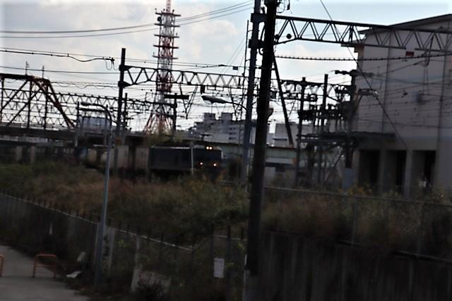 藤田八束の鉄道写真@貨物列車と秋の空、貨物列車桃太郎が東海道本線そして西宮を走る_d0181492_10313026.jpg