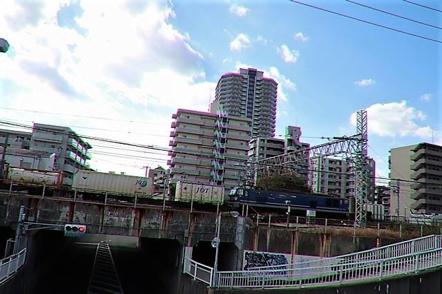藤田八束の鉄道写真@貨物列車と秋の空、貨物列車桃太郎が東海道本線そして西宮を走る_d0181492_10315807.jpg