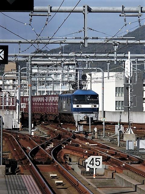 藤田八束の鉄道写真@播但線と姫路城、姫路駅を通過するかっこいい貨物列車は桃太郎・・・世界遺産姫路城と鉄道_d0181492_21441815.jpg