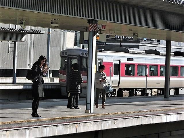 藤田八束の鉄道写真@播但線と姫路城、姫路駅を通過するかっこいい貨物列車は桃太郎・・・世界遺産姫路城と鉄道_d0181492_21443240.jpg