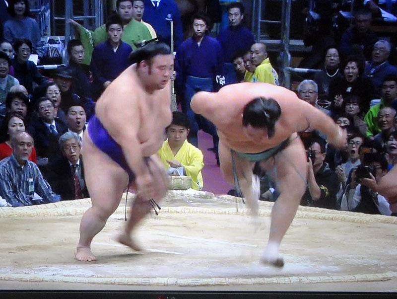 大相撲九州場所 貴景勝が11勝目で単独トップ_b0114798_17464970.jpg