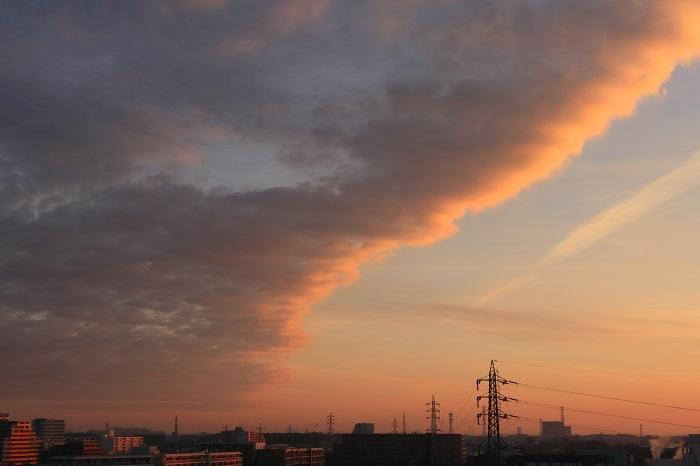 朝焼けの航跡雲ーⅡ_b0268615_8759100.jpg