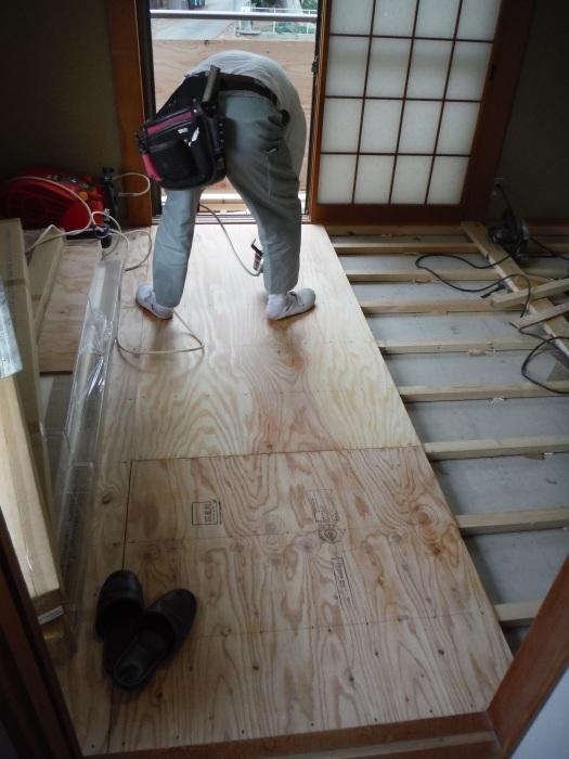 和室リフォーム ~ 床工事から開始です。_d0165368_07345902.jpg