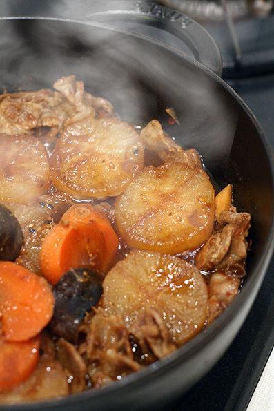 豚バラ大根(豆味噌煮)と焼き魚_e0137277_23232607.jpg